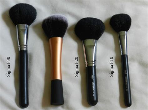 Sigma F10 Blush Powder Brush Silver makeup brushes review comparison of real techniques powder brush vs sigma f10 f20 f30