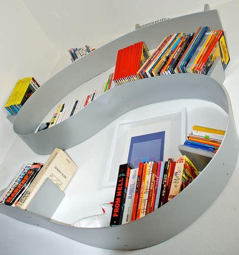 libreria a spirale libreria bookworm di kartell design flessibile per