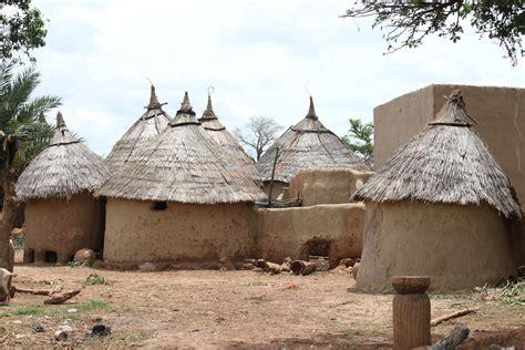 hutte africaine interieur une photo par jour