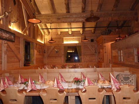 image hutte préhistorique dinning area foto pra valentini selva di val