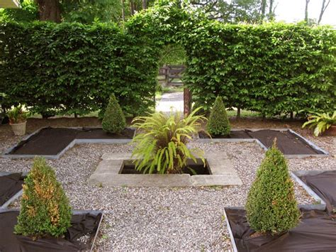pea gravel courtyard curb appeal pinterest