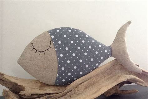 Poisson Dormeur coussin poisson dormeur tissu et coton pois gris et