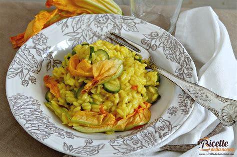 riso con fiori di zucca risotto fiori di zucca e zafferano ricette della nonna