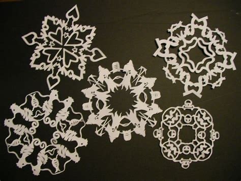 Make Paper Snow Flakes - paper snowflakes