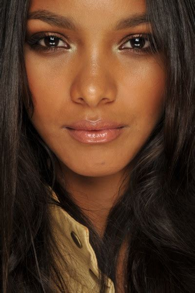 imagenes mujeres oscuras maquillaje natural para morenas