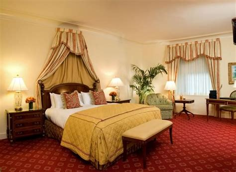 waldorf astoria rooms a room at the waldorf astoria in new york city gayot s