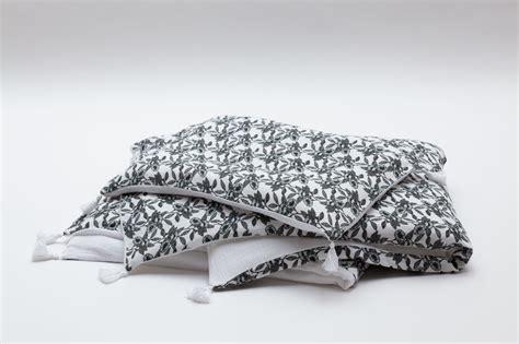 linge de lit des jolies parures pour la chambre des