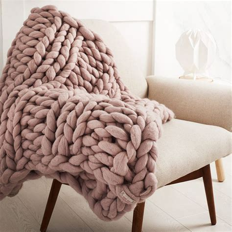 knitting a large blanket 10 best ideas about knitted throws on big