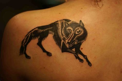wolf back tattoo 76 meaningful wolf designs ideas for back
