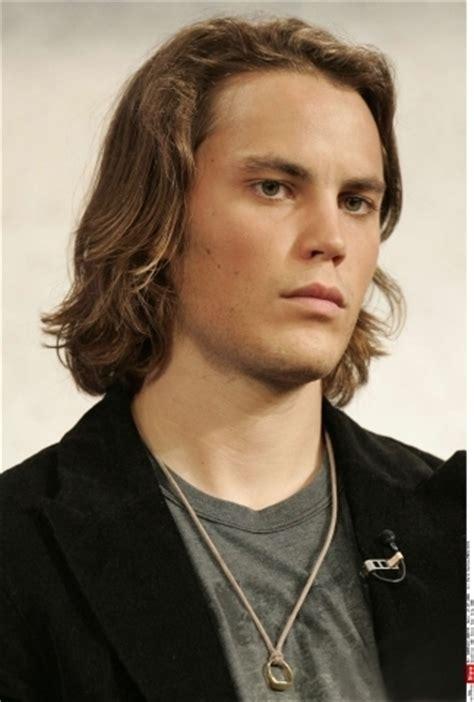 hair style for minimun hair on scalp 16 taylor kitsch with long hair marvel elizabeth olsen
