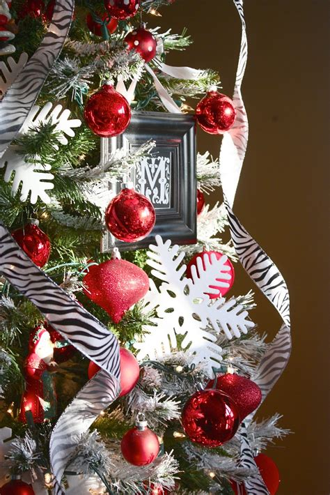 how to decorate a tree professionally the yellow cape cod holiday home series tips decorate