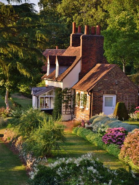 Cottages And Mansions by 25 Best Ideas About Country Cottages On