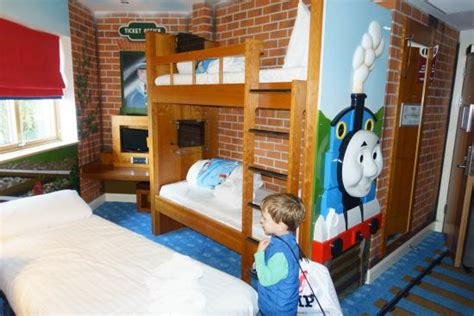 thomas themed bedroom thomas themed rooms picture of drayton manor park