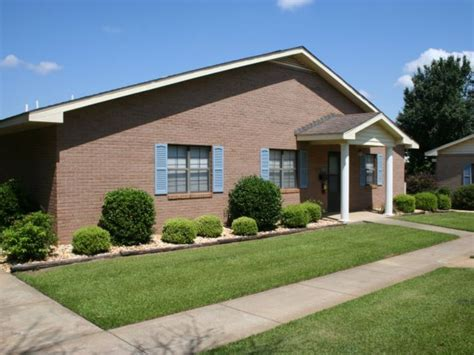 1 bedroom apartments in albany ga wears auctioneering inc 148 unit garden apartment