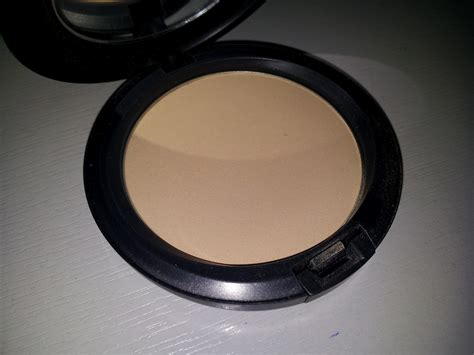 Mac Studio Careblend rock and kohl mac studio careblend pressed powder