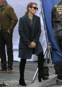 hard at work noomi rapace joins orlando bloom on the set