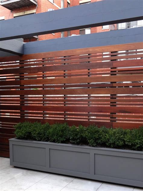 landscape layout horizontal hip horizontal fences expand your horizons hgtv