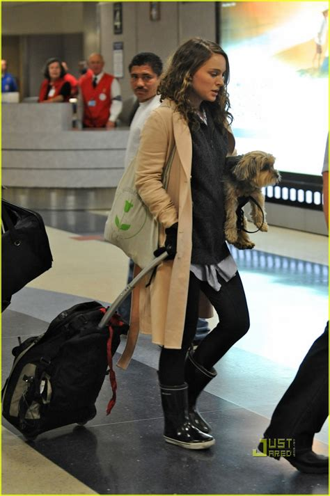 natalie portman airport baby bump photo