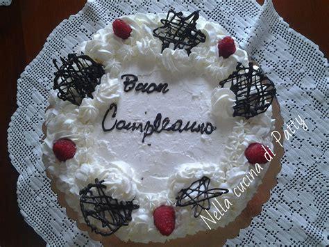 decorare torta con cioccolato come fare decorazioni di cioccolato sulle torte