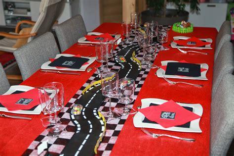 deco de table anniversaire theme voiture table de lit