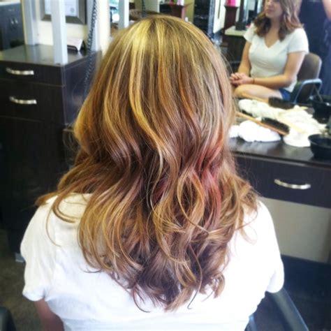 burgundy hair with caramel highlights caramel blonde and burgundy highlights hair pinterest