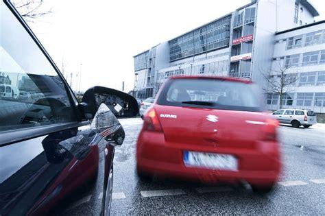 Kfz Versicherung Ber Kennzeichen Ermitteln by Verkehrsunfall So Wird Im Falle Eines Unfalls Abgerechnet