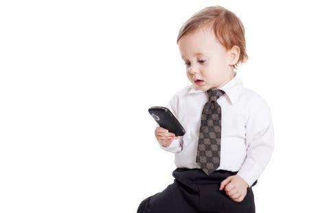 membuat anak lancar bicara studi sepertiga anak tahu cara pakai hp dan tablet