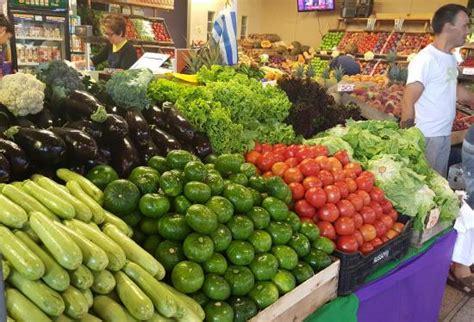 banchi frutta banchi di frutta e verdura foto di mercado agricola