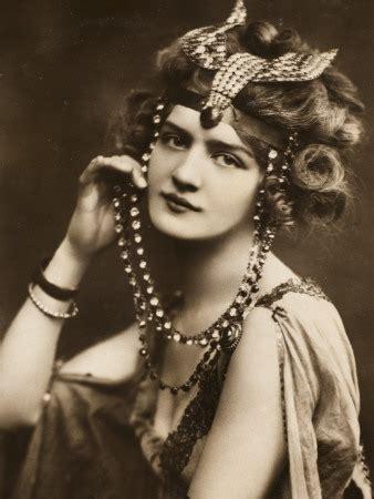 history of fascinator hats v is for vintage