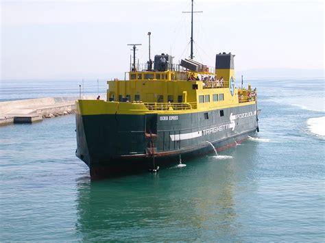 traghetti pozzuoli ischia porto navi e armatori approdi di passione
