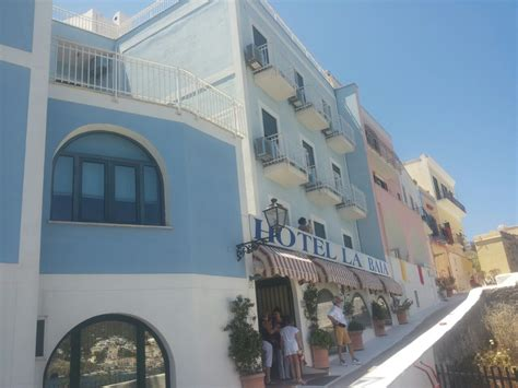 alberghi ponza porto hotel la baia ponza sito ufficiale hotel a ponza sul