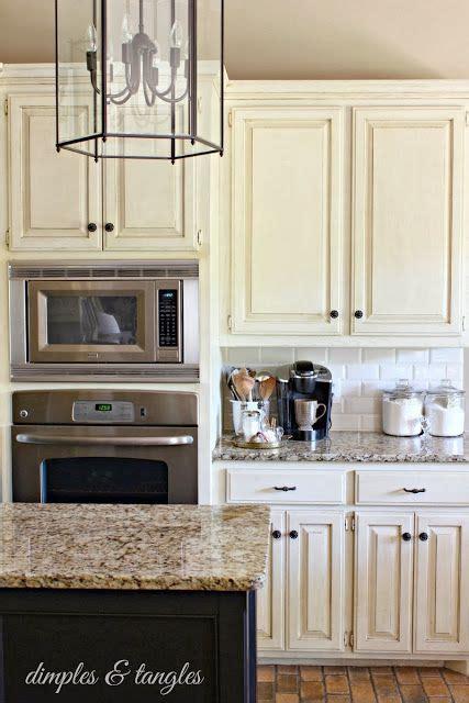 kitchen backsplash ideas with cream cabinets cream colored cabinets white subway tile backsplash
