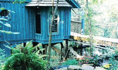 treehouse cottages eureka springs ar cedar shade treehouse