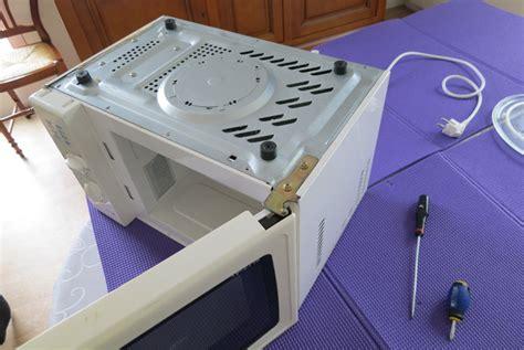 four brandt enlever le cadenas comment changer un moteur de plateau tournant de micro onde