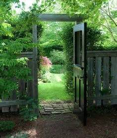 Putting Old Doors To Good Use 1000 Ideas About Old Garden Gates On Pinterest Garden