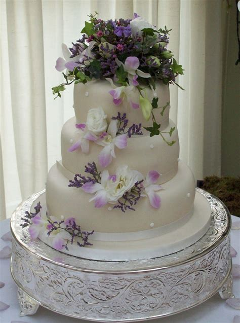 how decorate cake at home how to decorate a wedding cake with flowers idea in 2017