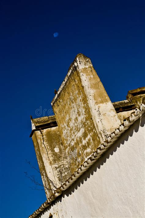 camino tradizionale camino tradizionale alentejana portogallo immagine stock