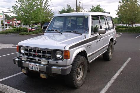 old mitsubishi montero old parked cars 1988 mitsubishi montero