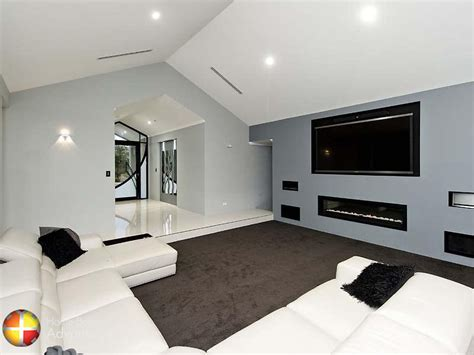 Home Theater Advante raking ceiling to entrance and home theatre