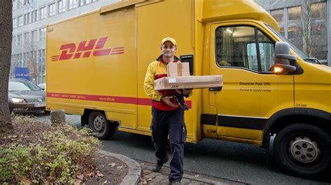 wann kommt die dhl post dhl fahrer packt aus darum werden pakete nicht abgegeben