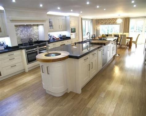 Kitchen Diner Flooring Ideas Best 25 Large Open Plan Kitchens Ideas On Modern Open Plan Kitchens Kitchen Plinth
