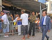questura di roma ufficio immigrazione via teofilo patini quell ufficio che decide chi pu 242 restare 330 mila