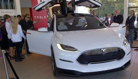 Tesla Store Palo Alto Tesla Model X Revealed At New Palo Alto Store