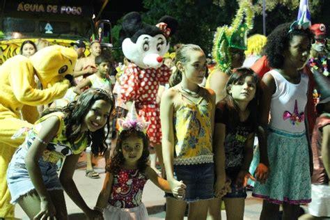 p 233 rola news terceira noite de carnaval em lad 225 tem