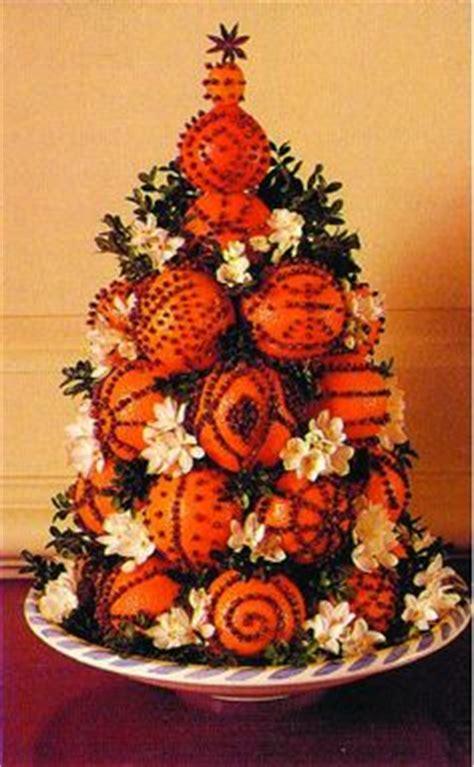 chrustmas tree smells musty williamsburg decorations on colonial williamsburg decorations