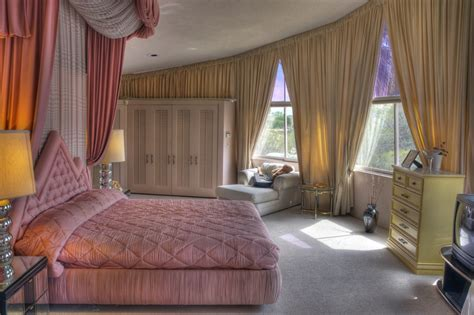 elvis bedroom the master bedroom of elvis and priscilla presley s