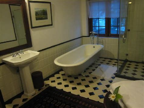 old fashioned bathrooms white vessel sink old fashioned plumbing fixtures
