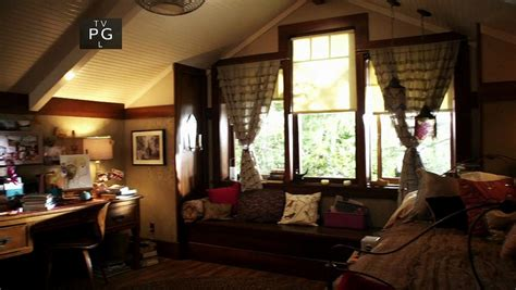 aria montgomery bedroom pretty little liars how to make your room look