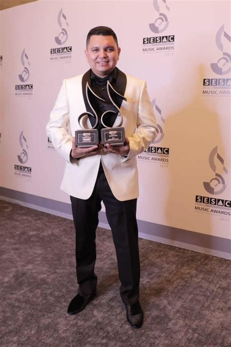 Felicidades A Los Nominados De Sesac En Premios Lo Nuestro Lista Completa Monitorlatino El Compositor Luciano Arrasa Con 10 Premios Sesac Tbn