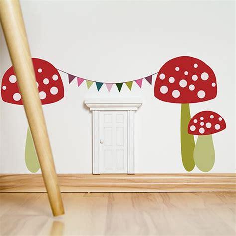 Wandtattoo Kinderzimmer Wichtel by Eine Kleine T 252 R Im Kinderzimmer Als Einlass F 252 R Gute Feen